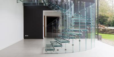 Pardoseli și trepte de sticlă